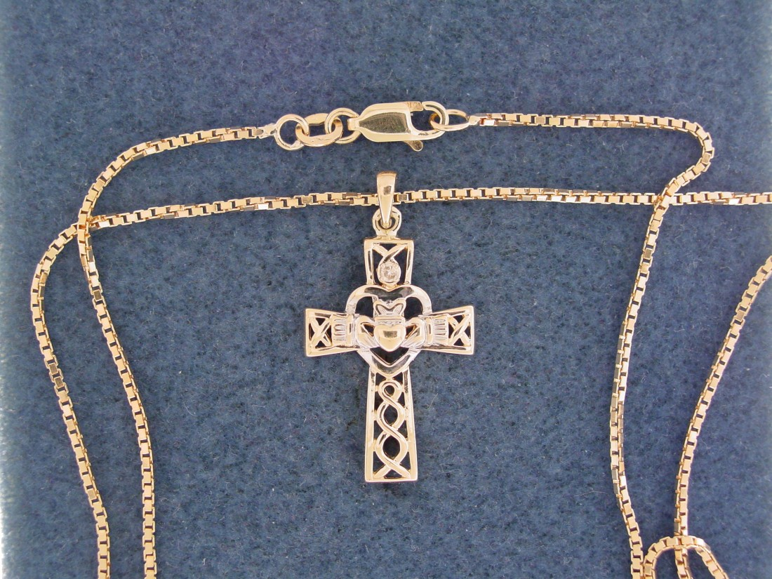 The gift of Easter, the gift of Easter jewelry - Blog - Chantelle Jewelers - Celtic_Cross_%26_Box_Chain