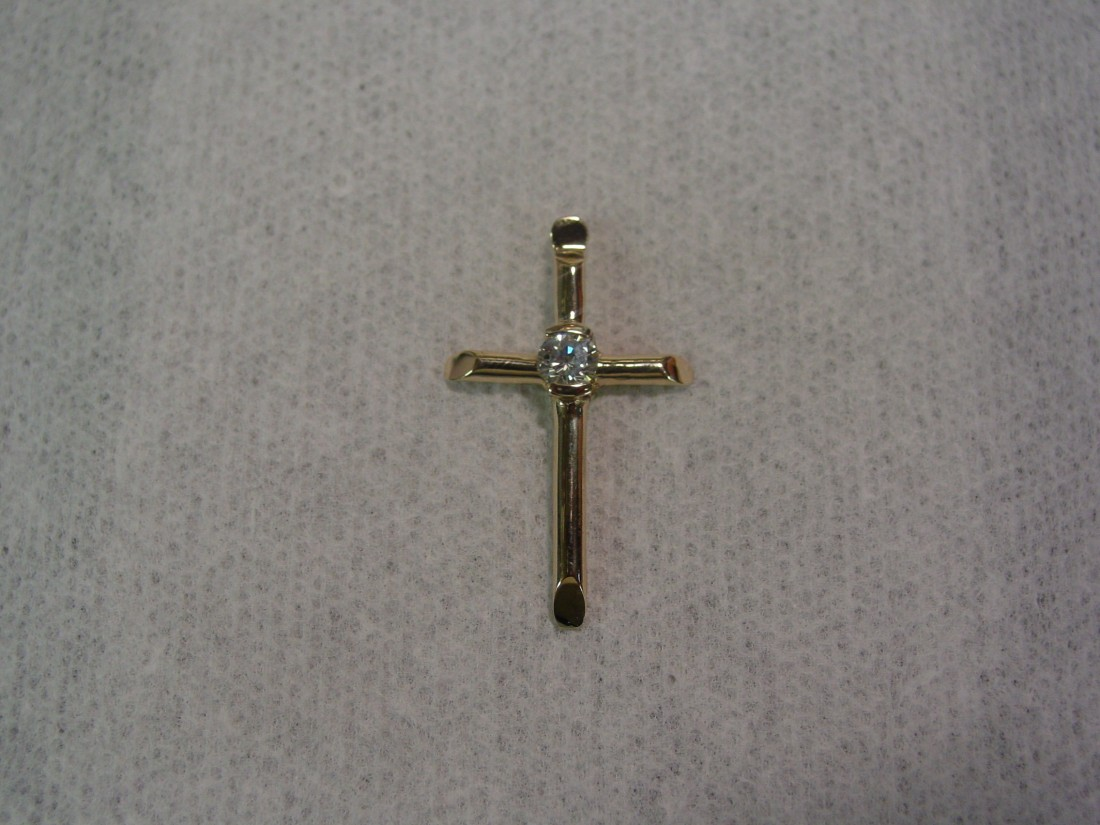 The gift of Easter, the gift of Easter jewelry - Blog - Chantelle Jewelers - Diamond_Cross%2C_Bezel_Polished